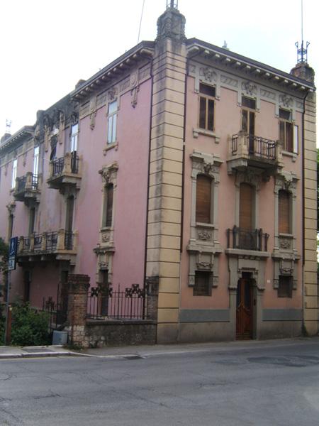 Palazzi moderni descrizione with palazzi moderni cosa for Concetto casa com
